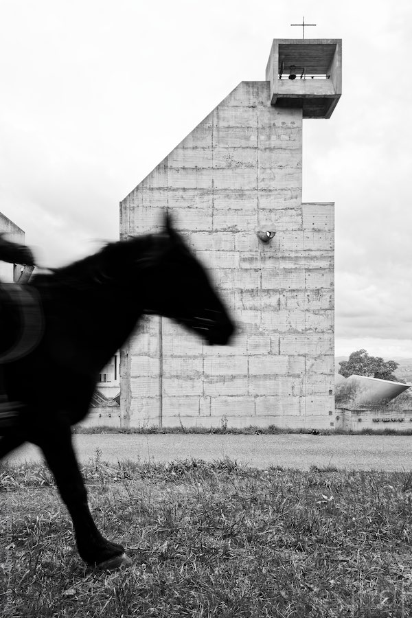 Horse passing in front of the church of the convent of La Tourette