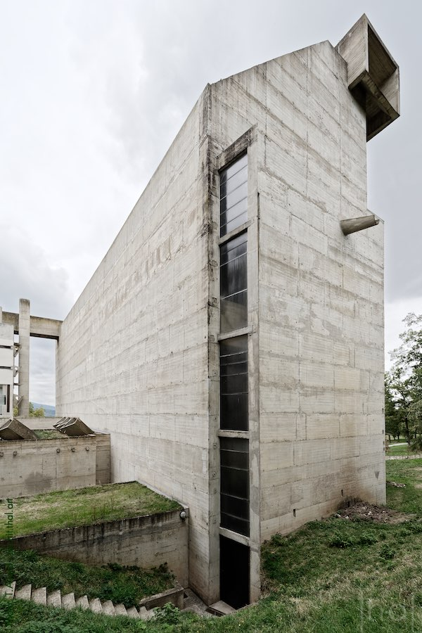 Exterior entrance to the church of the convent of La Tourette