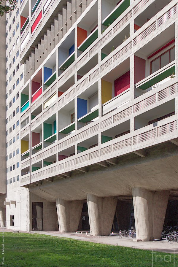 Perspective view of the facade of the Cité Radieuse in Marseille