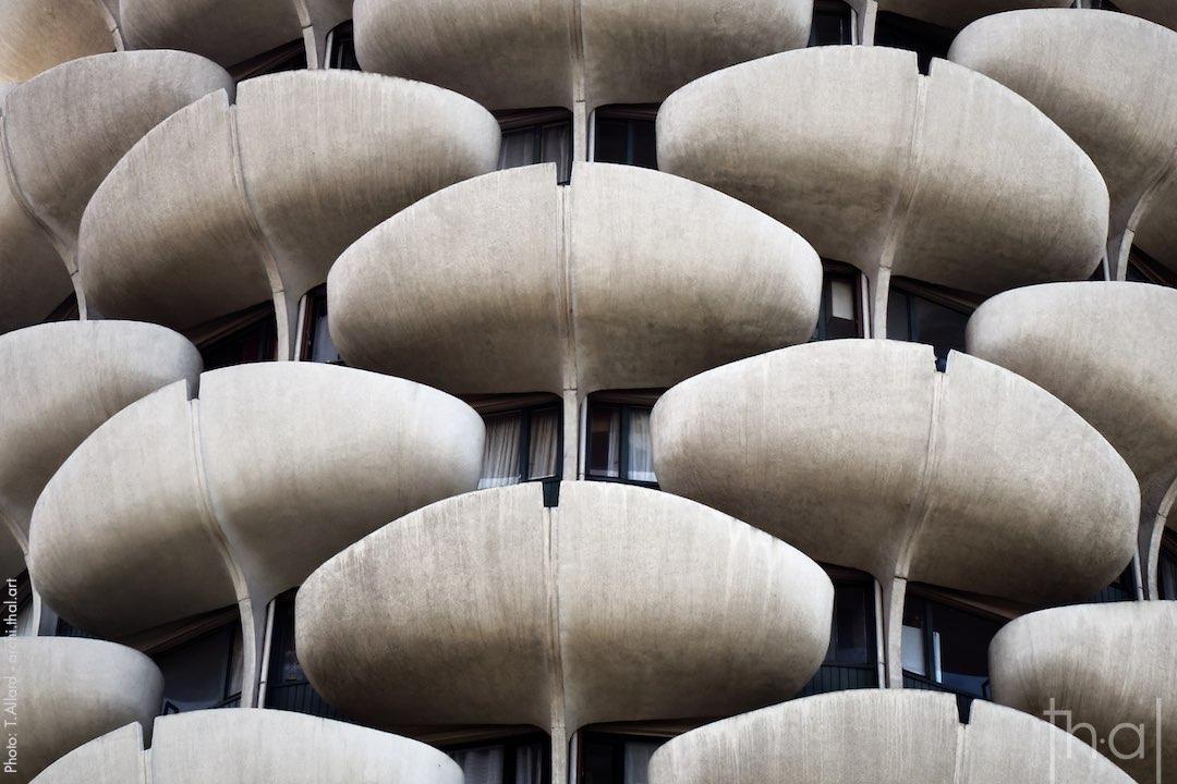 The petal-shaped balconies of the architect Gérard Grandval in Créteil