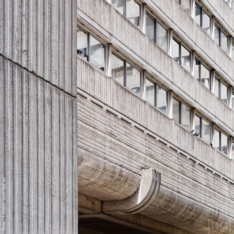 """Façade of the brutalist building """"Vision 80"""" in Paris la Défense"""