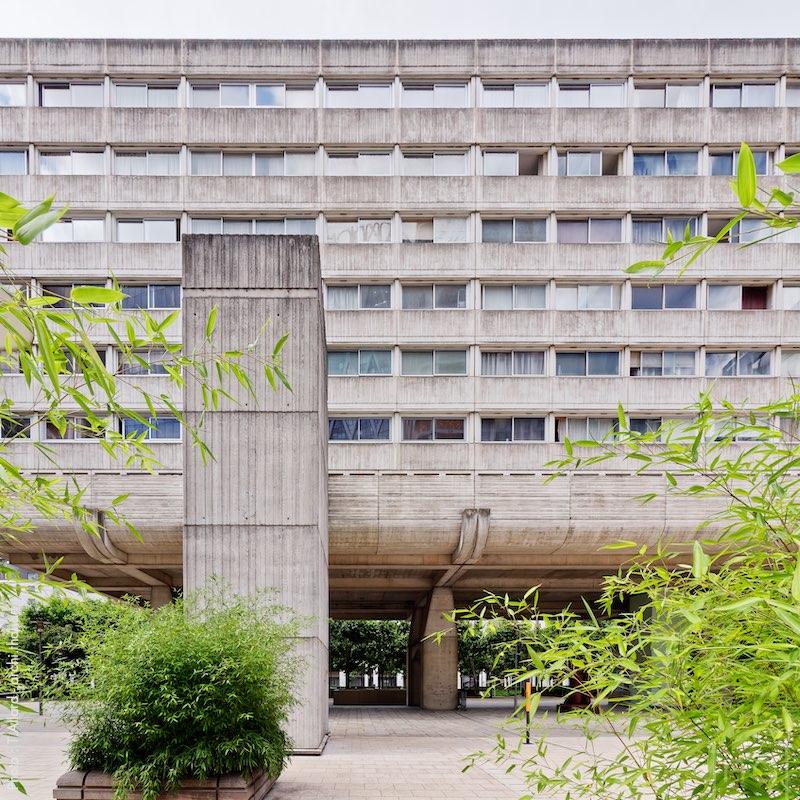 """Brutalist building """"Vision 80"""" in La Défense, France"""