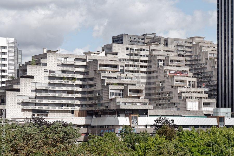 Balcons & façade des Damiers, immeubles brutalistes à La Défense
